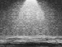 tabela 3D de madeira velha que olha para fora a uma parede de tijolo defocussed ilustração do vetor