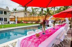 Tabela da festa do bebê e decorações exteriores Foto de Stock Royalty Free