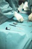 Tabela da instrumentação da cirurgia fotografia de stock