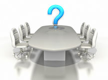 Tabela da sala de conferências com grande ponto de interrogação Fotografia de Stock Royalty Free