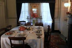 A tabela da sala de jantar ajustou-se para o dia de ação de graças, Strawbery Banke, New Hampshire, 2017 Fotografia de Stock