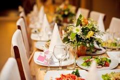tabela de banquete colocada do casamento foto de stock