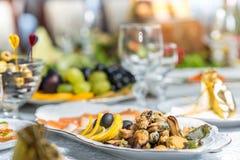 Tabela de banquete em um restaurante, um casamento em Ucrânia, grupo Imagem de Stock
