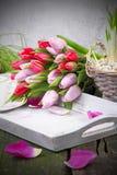 Tabela de café da manhã no dia de Valentim, o dia de mãe, aniversário Fotografia de Stock Royalty Free