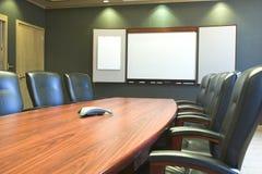 Tabela de conferência w/Blank Whiteboard Imagem de Stock Royalty Free