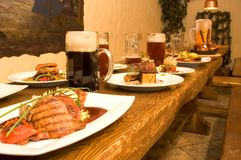 Tabela de jantar abundante Foto de Stock Royalty Free