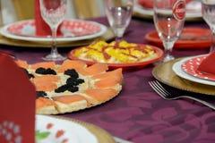 Tabela de jantar do Natal típica na Espanha imagens de stock royalty free