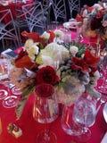 Tabela de jantar elegante bonita do evento fotografia de stock royalty free