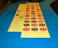 A tabela de jogo do jogo da roleta do casino fotografia de stock
