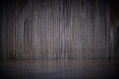 Tabela de m?rmore vazia na textura de madeira velha escura da parede com fundo natural dos testes padr?es imagens de stock