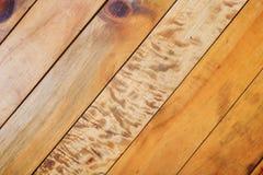 A tabela de madeira de Brown cola linhas junções fotos de stock
