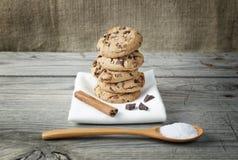 Tabela de madeira das cookies do biscoito Imagens de Stock Royalty Free