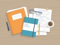 A tabela de madeira do negócio com originais, formulários, forra o dobrador Trabalhe, planeamento da pesquisa da análise do local ilustração stock