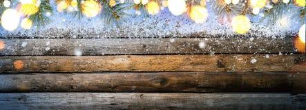 Tabela de madeira do vintage nevado foto de stock