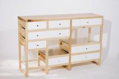 Tabela de madeira feito a mão com as gavetas no fundo branco fotos de stock
