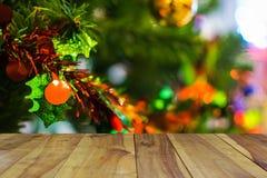 Tabela de madeira na árvore de Natal no fundo Imagens de Stock Royalty Free