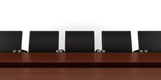 Tabela de reunião de Brown com as cadeiras pretas isoladas Imagem de Stock
