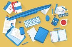 Tabela de trabalho dos estudantes lisa com sombra Fotografia de Stock