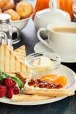 Tabela do almoço completo fresco e imagens de stock royalty free