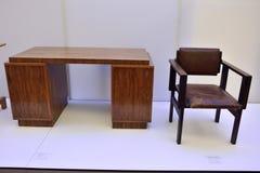 A tabela do Bauhaus projetada desde 1922 pela cadeira de Erich Dieckmann 1896-1944 e do Bauhaus projetou desde 1922 por Marcel Br Fotos de Stock Royalty Free