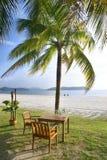 Tabela do café na praia Fotografia de Stock Royalty Free