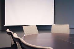 Tabela do escritório com cadeiras. fotos de stock