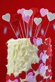 A tabela do partido do dia de Valentim com corações do showstopper endurece Imagem de Stock