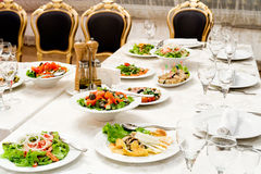 Tabela do restaurante do banquete Foto de Stock Royalty Free