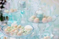 Tabela doce à moda no casamento Fotografia de Stock Royalty Free