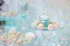 Tabela doce no banquete de casamento Fotografia de Stock
