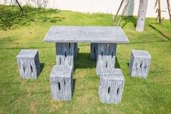A tabela e as cadeiras modernas ajustaram a posição Imagem de Stock Royalty Free