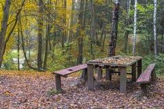 Tabela e banco de madeira velhos Imagem de Stock Royalty Free