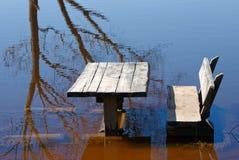 Tabela e banco na água Imagem de Stock Royalty Free