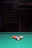 Tabela e bolas de bilhar Foto de Stock