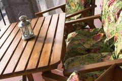 Tabela e cadeiras imagem de stock royalty free