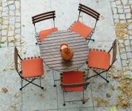 Tabela e cadeiras Fotos de Stock Royalty Free
