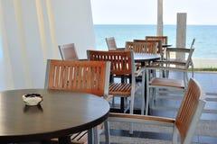 Tabela e cadeiras ao ar livre Fotos de Stock