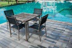 Tabela e cadeiras com associação fotos de stock royalty free