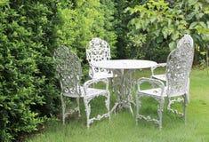 Tabela e cadeiras do jardim Imagem de Stock