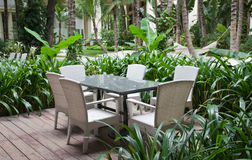 Tabela e cadeiras do pátio Imagem de Stock Royalty Free