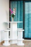 Tabela e cadeiras modernas para a casa Fotografia de Stock