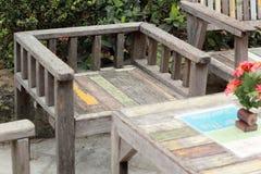 Tabela e cadeiras no jardim Fotografia de Stock Royalty Free