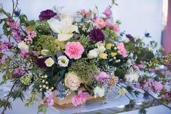 Tabela e floristics do casamento Foto de Stock Royalty Free