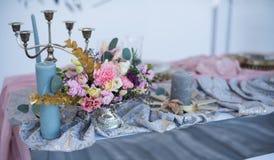 Tabela e floristics do casamento Imagem de Stock