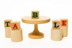 Tabela e tamborete de madeira com bloco de madeira Fotografia de Stock Royalty Free