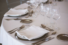 Tabela elegante ajustada no restaurante fino Imagens de Stock Royalty Free