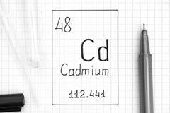 tabela elementy okresowe Handwriting chemicznego elementu Kadmowy cd z czarnym piórem, próbną tubką i pipetą, fotografia stock