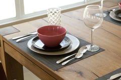 tabela estabelecida para a sala dinning Imagens de Stock Royalty Free