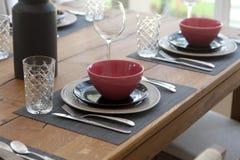 tabela estabelecida para a sala dinning Imagens de Stock