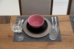 tabela estabelecida para a sala dinning Fotografia de Stock